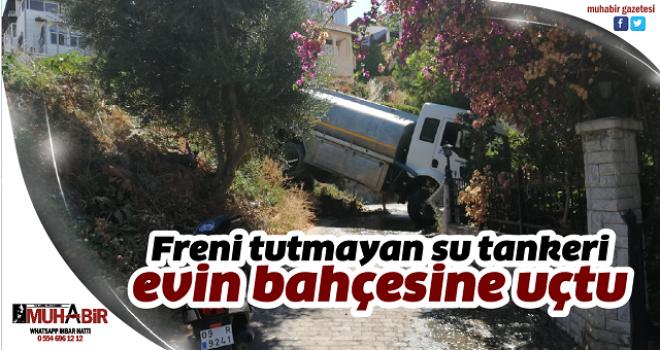 Freni tutmayan su tankeri evin bahçesine uçtu