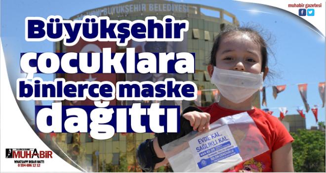 Büyükşehir çocuklara binlerce maske dağıttı