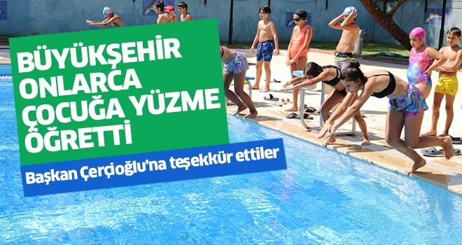 Büyükşehir onlarca çocuğa yüzme öğretti