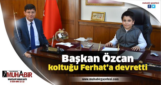 Başkan Özcan, koltuğu Ferhat'a devretti