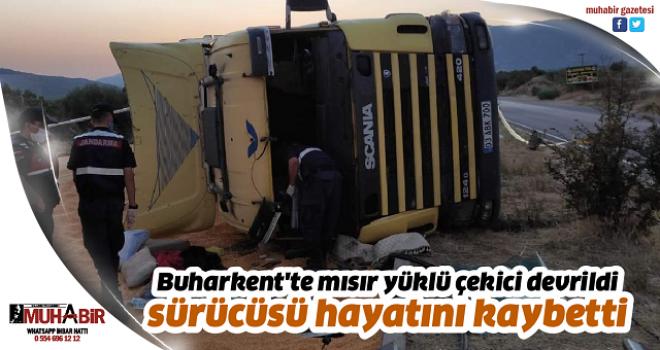 Buharkent'te mısır yüklü çekici devrildi, sürücüsü hayatını kaybetti