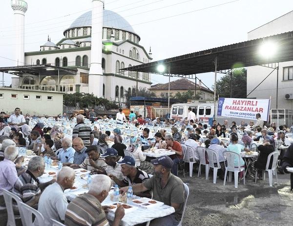 Büyükşehir hafta sonu 41 noktada iftar verdi
