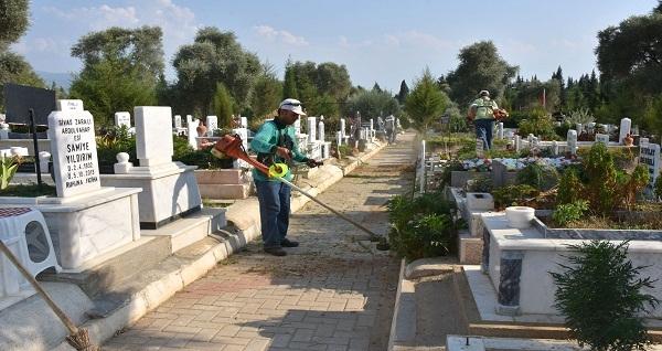Mezarlıklar Kurban Bayramı'na hazırlanıyor
